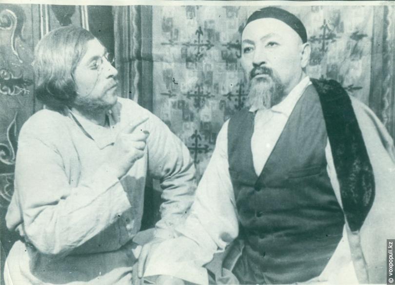 Актеры спектакля «Абай»