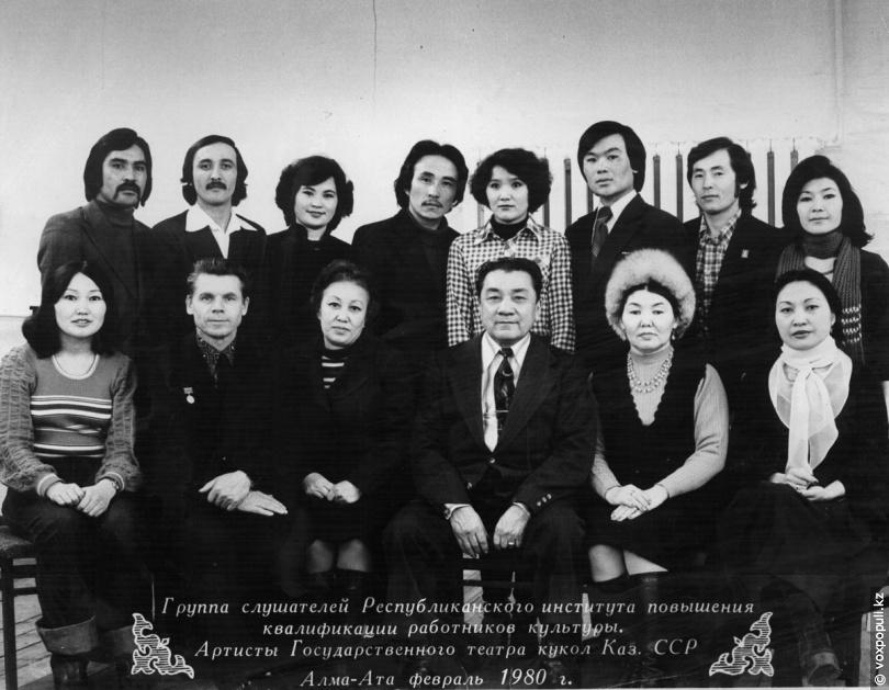 Токпанов и артисты Государственного театра кукол