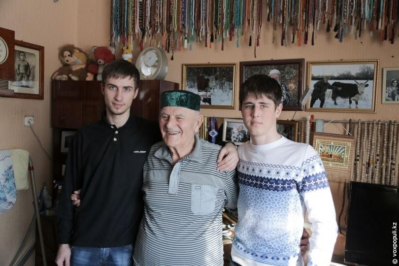 Имран Газимиев с внуками