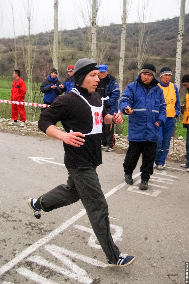 Геннадий участвует в забеге