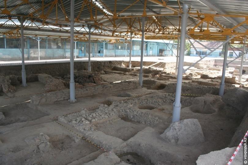 Розкопки східній лазні в 2011 році