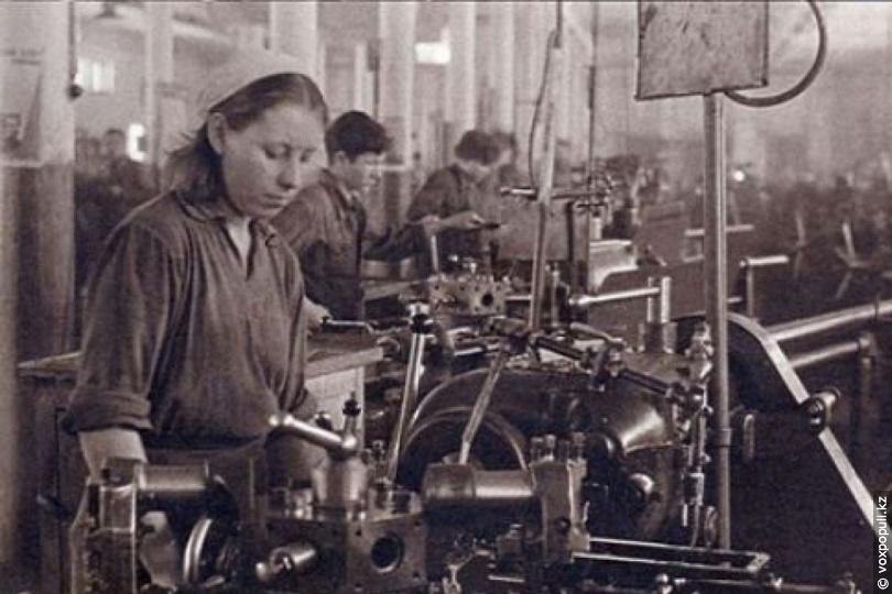 Цех мотороремонтного завода, 1942 год
