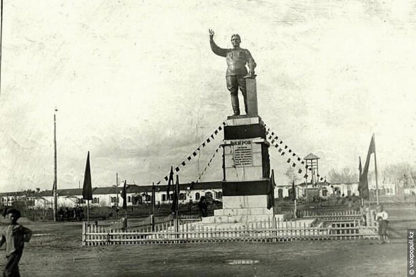 Усть-Каменогорск. Памятник Кирову, 1938 год