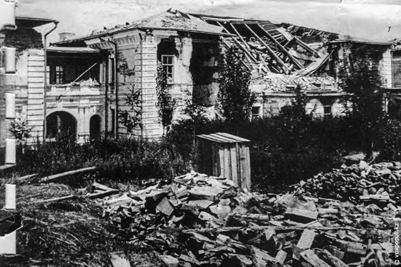 Верненская мужская гимназия после землетрясения. 1887 год