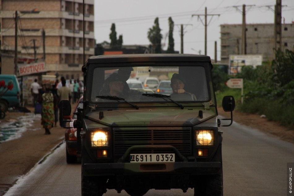 Начался патруль в Абиджане. Франция показывает свое присутствие в своей бывшей колонии.