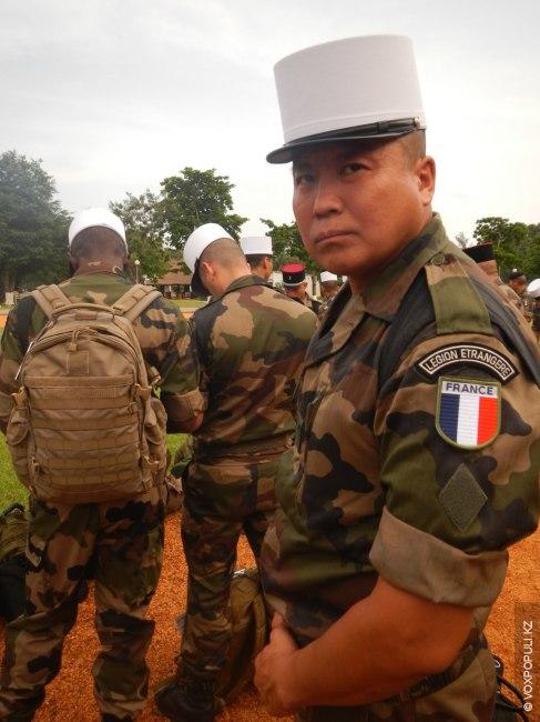 Часть Port-Bouet находится недалеко от аэропорта. Построение, ждем прибытия полковника, главнокомандующего нашей операцией. На фото...