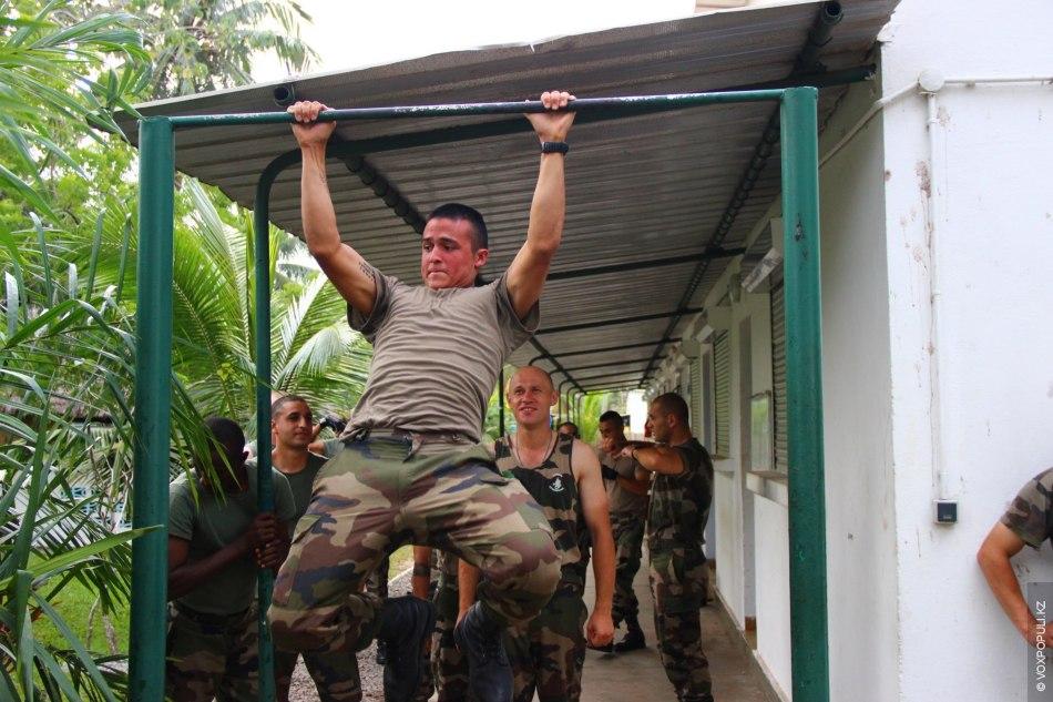 На фото солдат, мой приятель Juan, колумбиец. По возвращении во Францию поедет на стаж капрала....