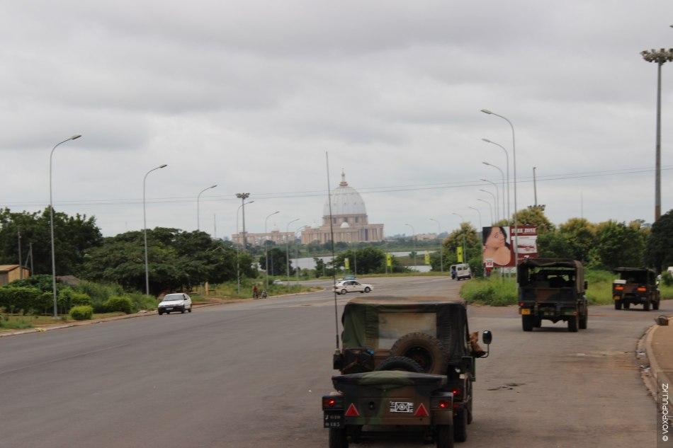 Вновь проезжаем Yamassoukrou. Расскажу вам побольше про данную базилику.