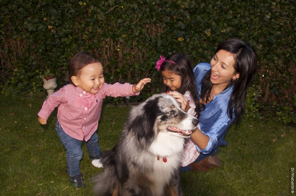 Дома мы разговариваем с детьми на казахском языке плюс к этому английский. Наша дочь Адия...
