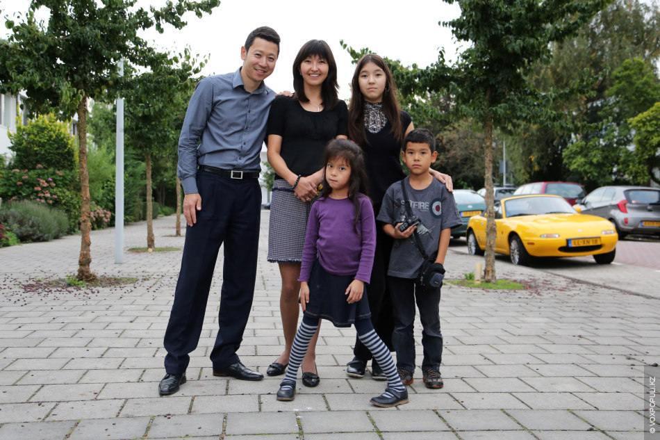 К этой семье мы напросились в гости. Супруги Исмаиловы – однокурсники Урии, они все вместе...