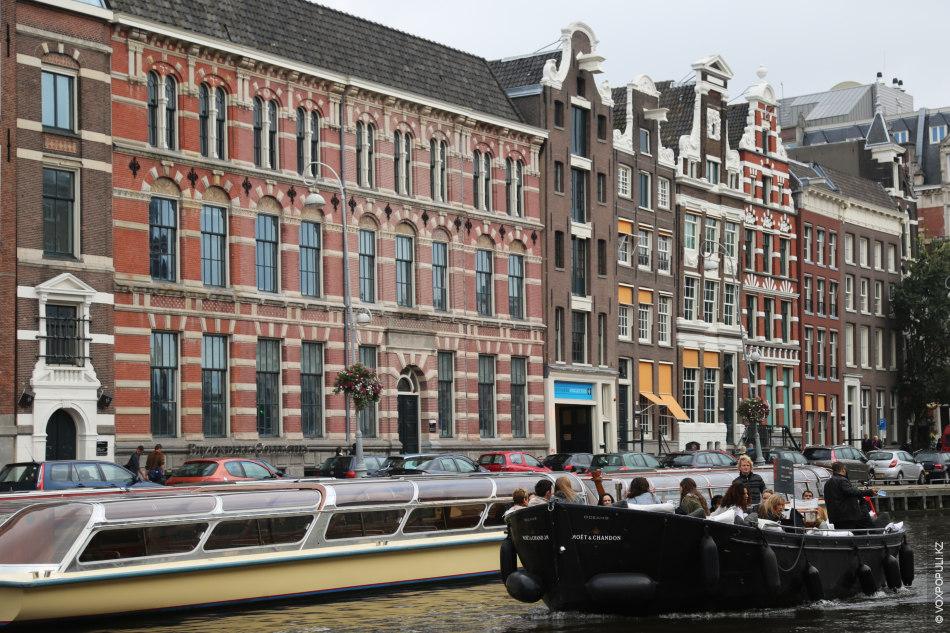 Когда узнала о возможной командировке в Амстердам, то начала собирать героев по крупицам. А потом...