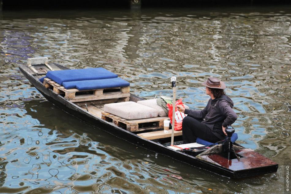 Тренд №4: Умение плавать обязательно в стране с многочисленными водными каналами. Этому начинают учить еще...