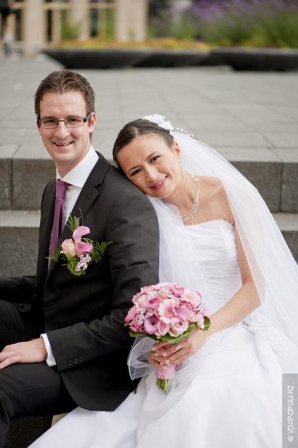 Мы поженились там же, где и встретились, – в Англии! А спустя год мы обвенчались...