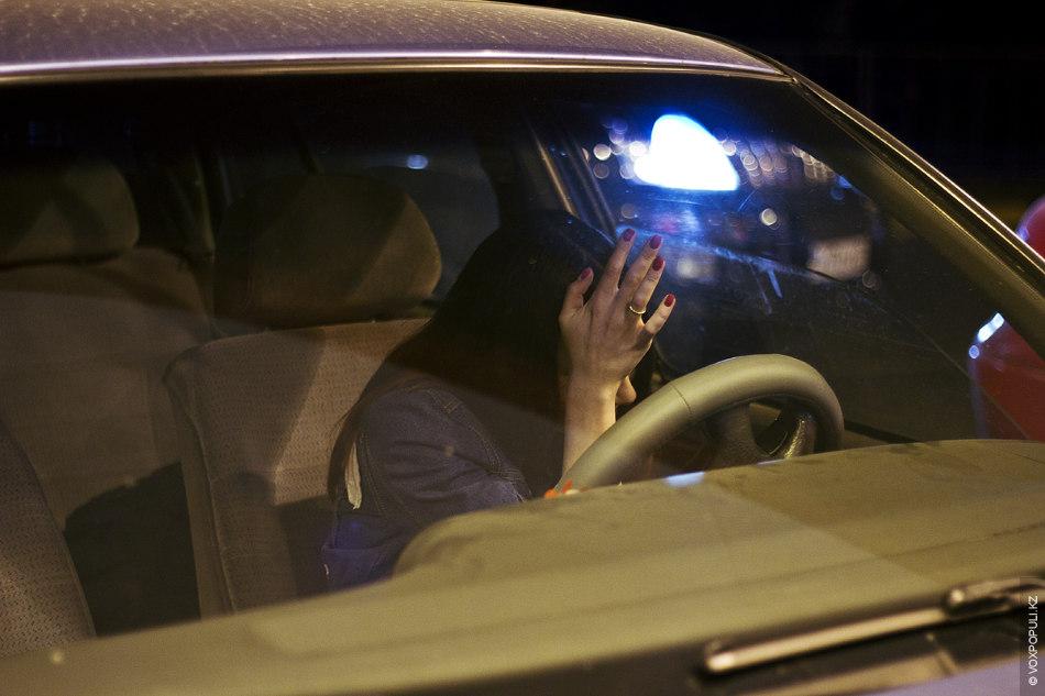 фото девушки без лица в машине