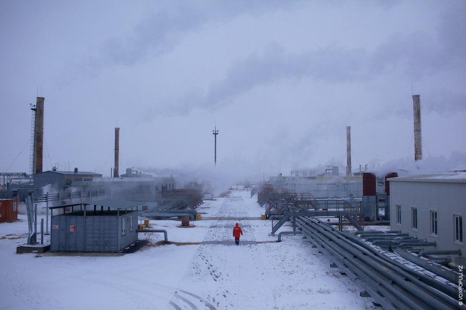 Месторождение занимает площадь 15 000 га, на которой пробурено свыше 2000 скважин