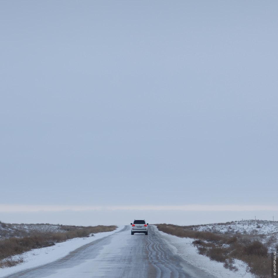 Из Актау до месторождения Каражанбас три часа быстрой езды на автомобиле. Разработка здесь ведется с...