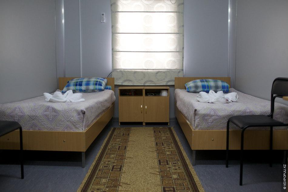 – Условия в наших общежитиях очень хорошие, компания закупила новое постельное белье, полотенца, в каждой...