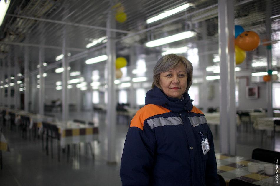Болар Сулейманова, администратор общежитий:  – В мои обязанности входит контроль за чистотой и порядком в общежитиях...