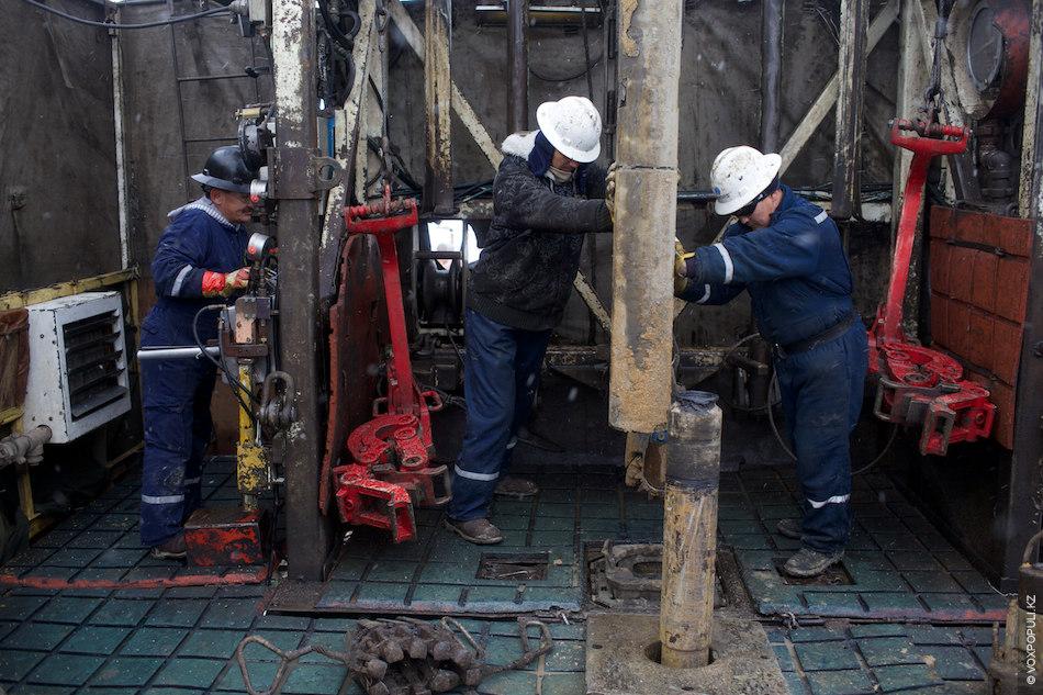 После завершения строительства новой скважины проводят испытательные работы. После чего идет монтаж нефтекачалки и ...