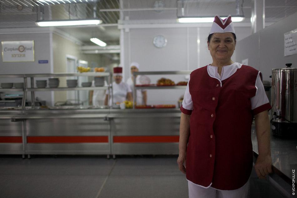 Тетя Валя, сотрудник столовой:  – Мы стараемся готовить не только вкусно, но и разнообразно. Работа в...