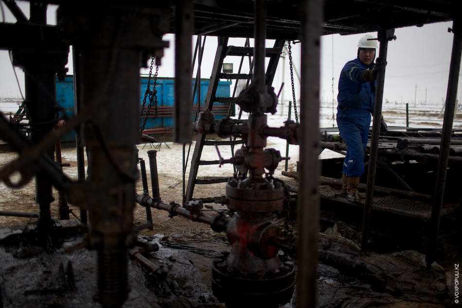 Скважина, используемая для добычи нефти и газа, называется эксплуатационной. Для того чтобы пробурить одну скважину...
