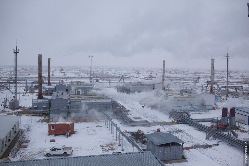 В среднем на месторождении Каражанбас добывается 1 млн 900 тыс. тонн углеводородного сырья в год...