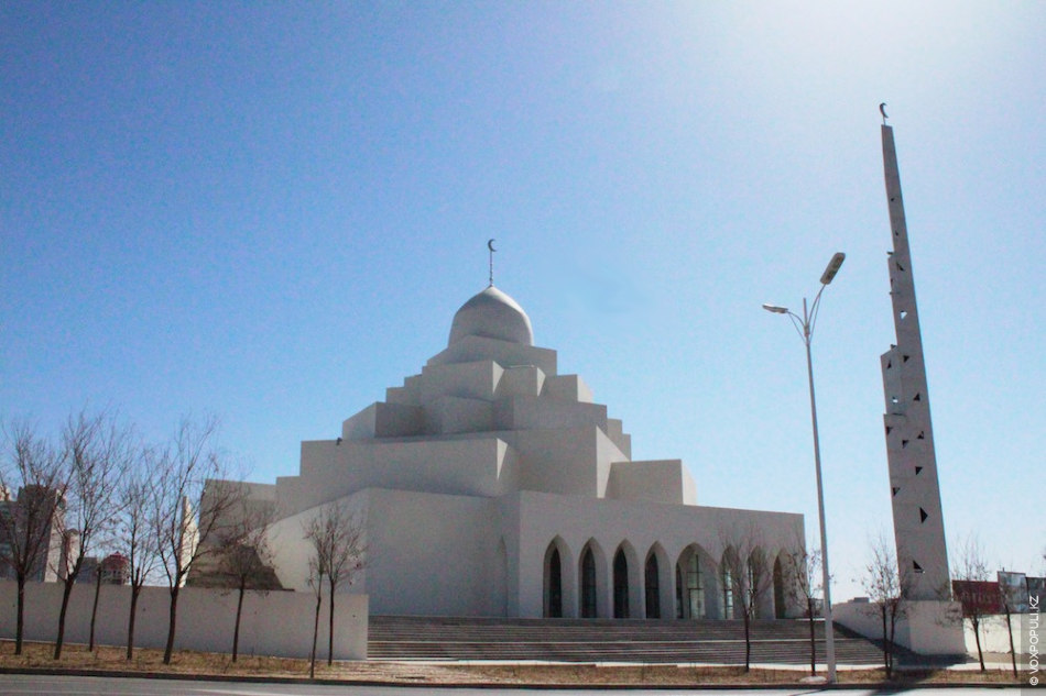 Даже новая мечеть абсолютно пуста - в ней так никто и не молился.