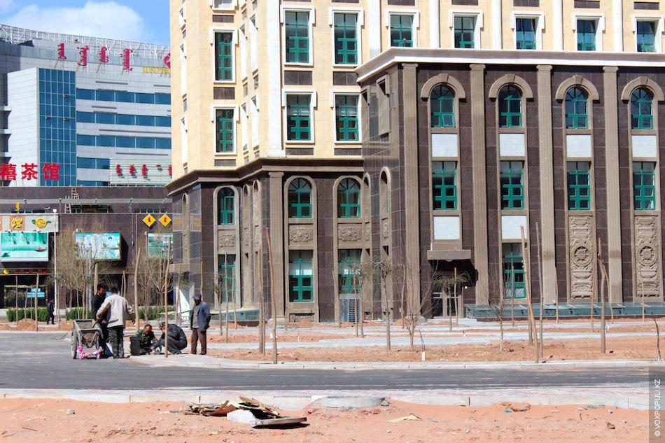 Сейчас построенные жилые комплексы заполнены лишь на 2% - в городе проживает не больше 20...