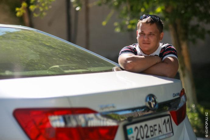 Талгат, 29 лет, сотрудник строительной компании. Toyota Camry, 2014 год, пятая по счету машина:
