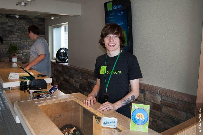 Еще один работник магазина 2020 Solutions – Коди – рассказал, что в первый день открытия...
