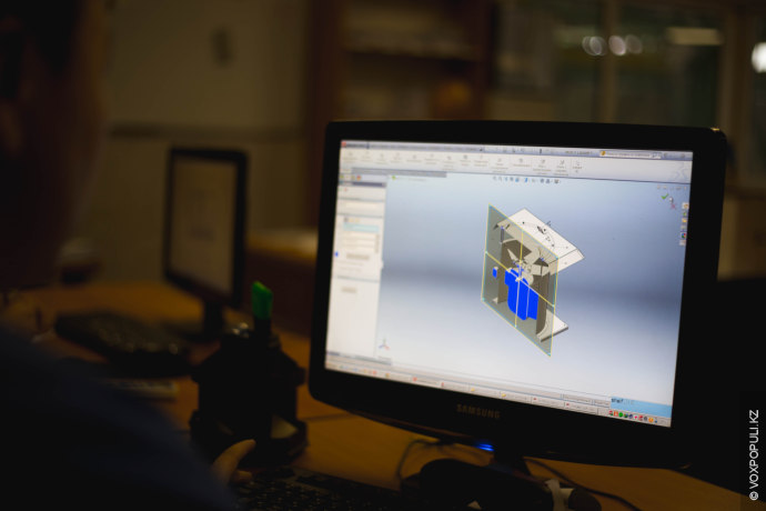 Конструкторы определяют количество болтов, метала и как его резать. Затем создают конструкторскую документацию.