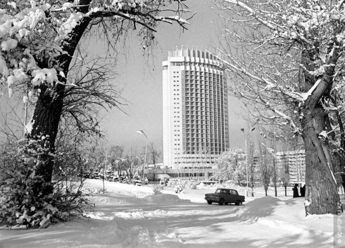 – Гостиница «Казахстан» стала самым высоким зданием Алма-Аты. Прошлый рекорд был установлен, когда построили деревянный...