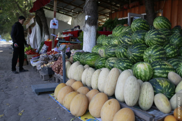 Недалеко от Талгара, на трассе Алматы – Талгар, расположился небольшой базар: три-четыре контейнера. Там уже...
