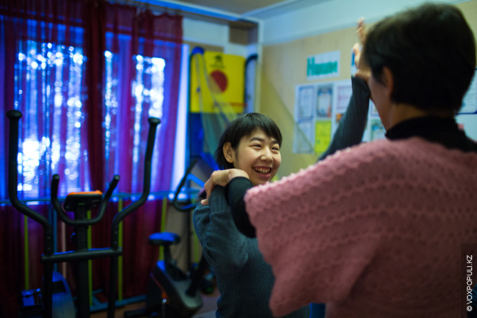 Каждый день героини нашего репортажа помогают детям-инвалидам со всего Талгара, потому что, по их искреннему...