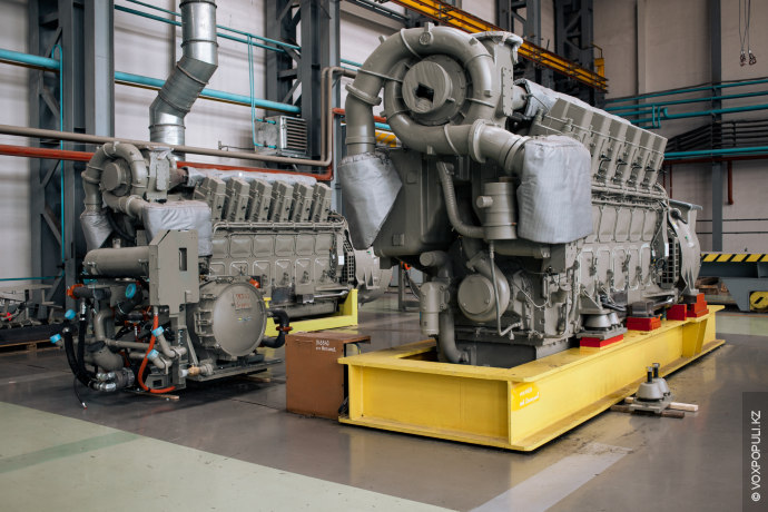 А вот и те самые двигатели, которые сокращают выхлопы в воздух. Такой движок способен работать...