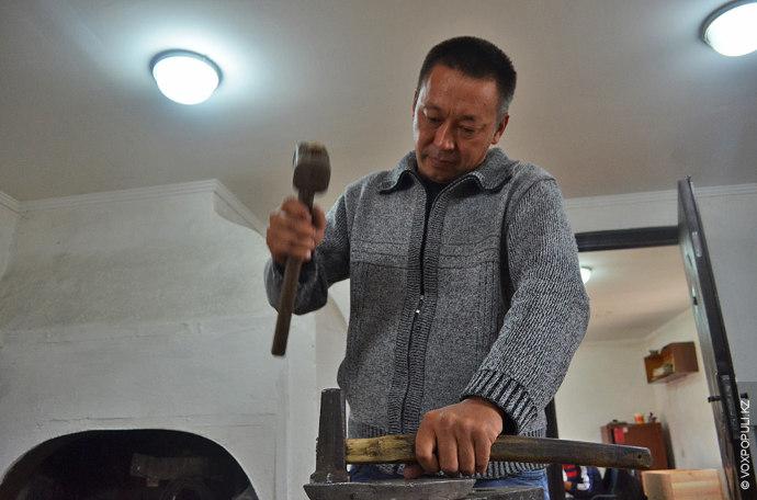 В селе Акши, в 70 километрах от Алматы, живет мастер декоративно-прикладного искусства. Следуя по стопам...