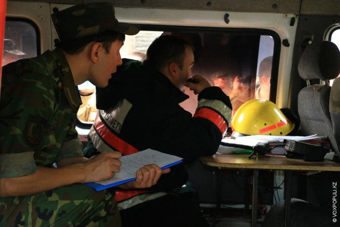 Оперативный штаб.  Сюда стекается вся информация о процессе тушения пожара, включая давление воды и местонахождение...