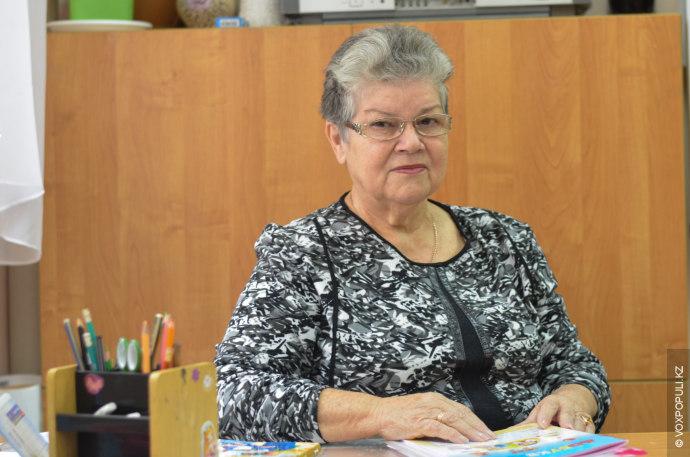 Раиса Бахрасовна Изимбаева, стаж работы более сорока лет, преподаватель в начальных классах школы-гимназии №35:  – В...
