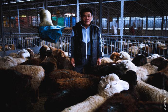 Кенже, 52 года, работает на скотном дворе уже 10 лет:  – У меня трое детей и...