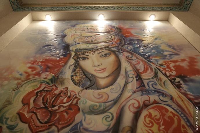 Это собирательный образ казахской девушки. Она красива. Индивидуальна. Её одежда и аксессуары не повторяют никакую...
