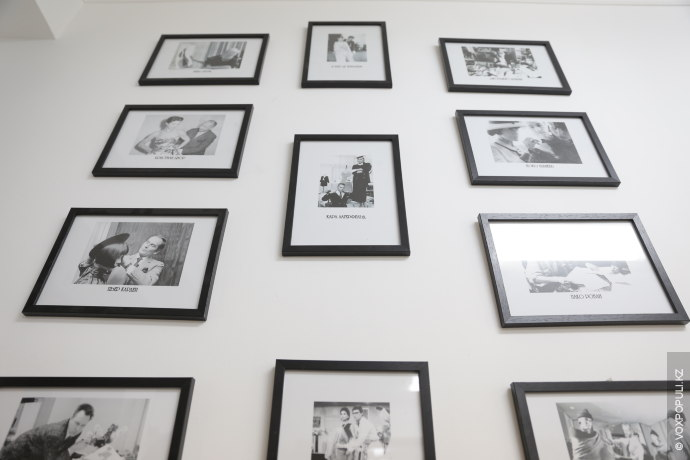 В институте культурно-нравственного воспитания девочек есть внушительная галерея с портретами успешных женщин мира. Галерея используется...