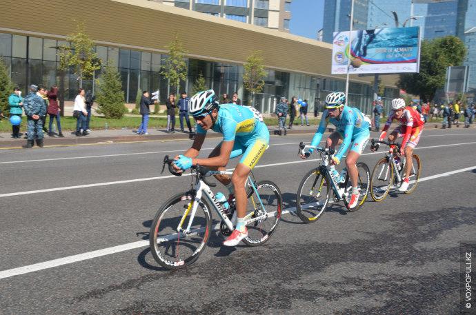 Десятки велогонщиков мирового уровня в эти выходные приехали в Алматы, чтобы принять участие в однодневке...