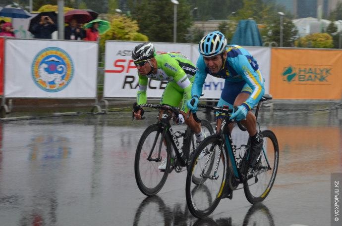 Погода не радовала и спортсменам пришлось соревноваться на мокрой трассе, под дождем и в тумане....