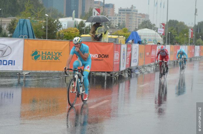 Во втором полуфинале упорная борьба шла между двумя представителями Казастана и россиянином из Katusha Team.