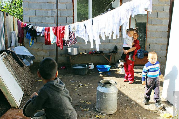 У Айдоса четыре брата и две сестры. Обязанности между детьми распределяются просто: пока мама уделяет...