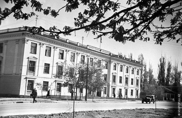 Еще один вид на Академию наук. 1947 год.