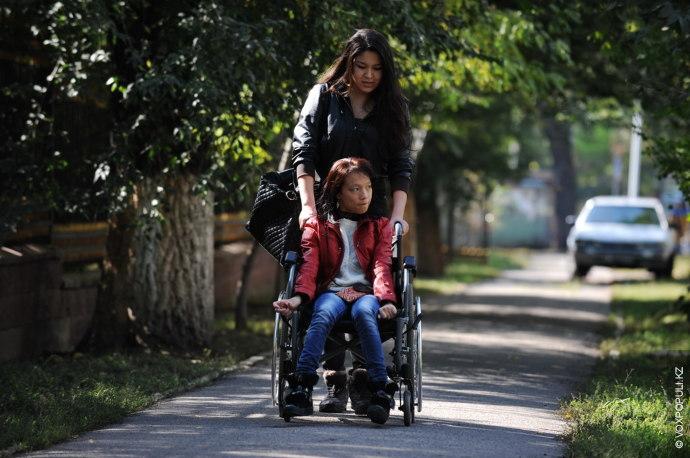 По статистике, в Казахстане на одну тысячу младенцев ежегодно рождаются от двух до семи детей...