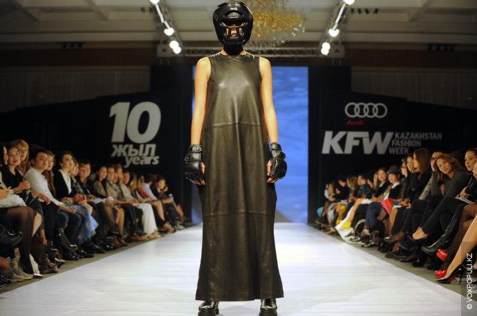 Открыл неделю моды показ коллекции Айнур Турисбек. Два года назад она дебютировала на Kazakhstan Fashion...