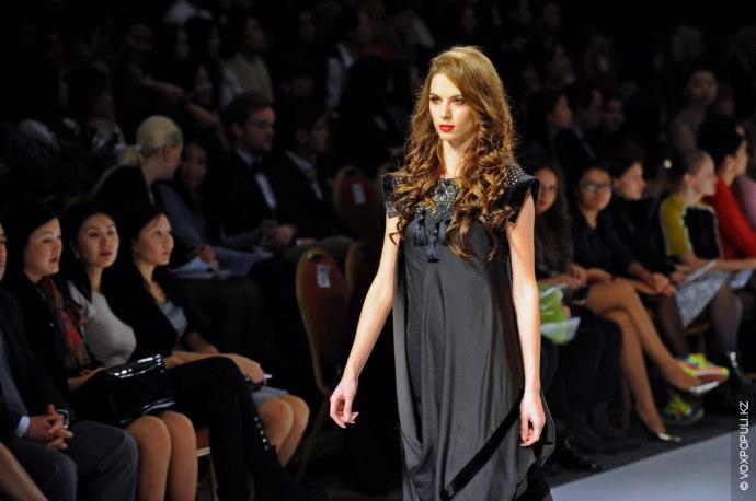 Коллекция состоит в основном из платьев. Как и в предыдущих своих коллекциях, Ерлан Жолдасбек использует...