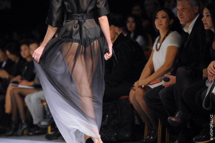 Второй день Kazakhstan Fashion Week прошел более спокойно, но на том же достойном уровне. В...